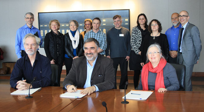 Signing of the agreement between CARFAC, RAAV and the National Gallery of Canada.